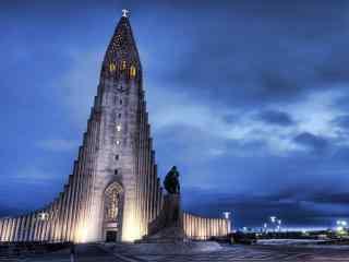 冰岛首都雷克雅未克黄昏唯美城市风光桌面壁纸