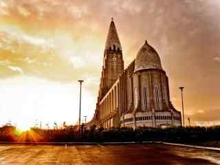 冰岛首都雷克雅未克黄昏余晖唯美城市风光桌面壁纸