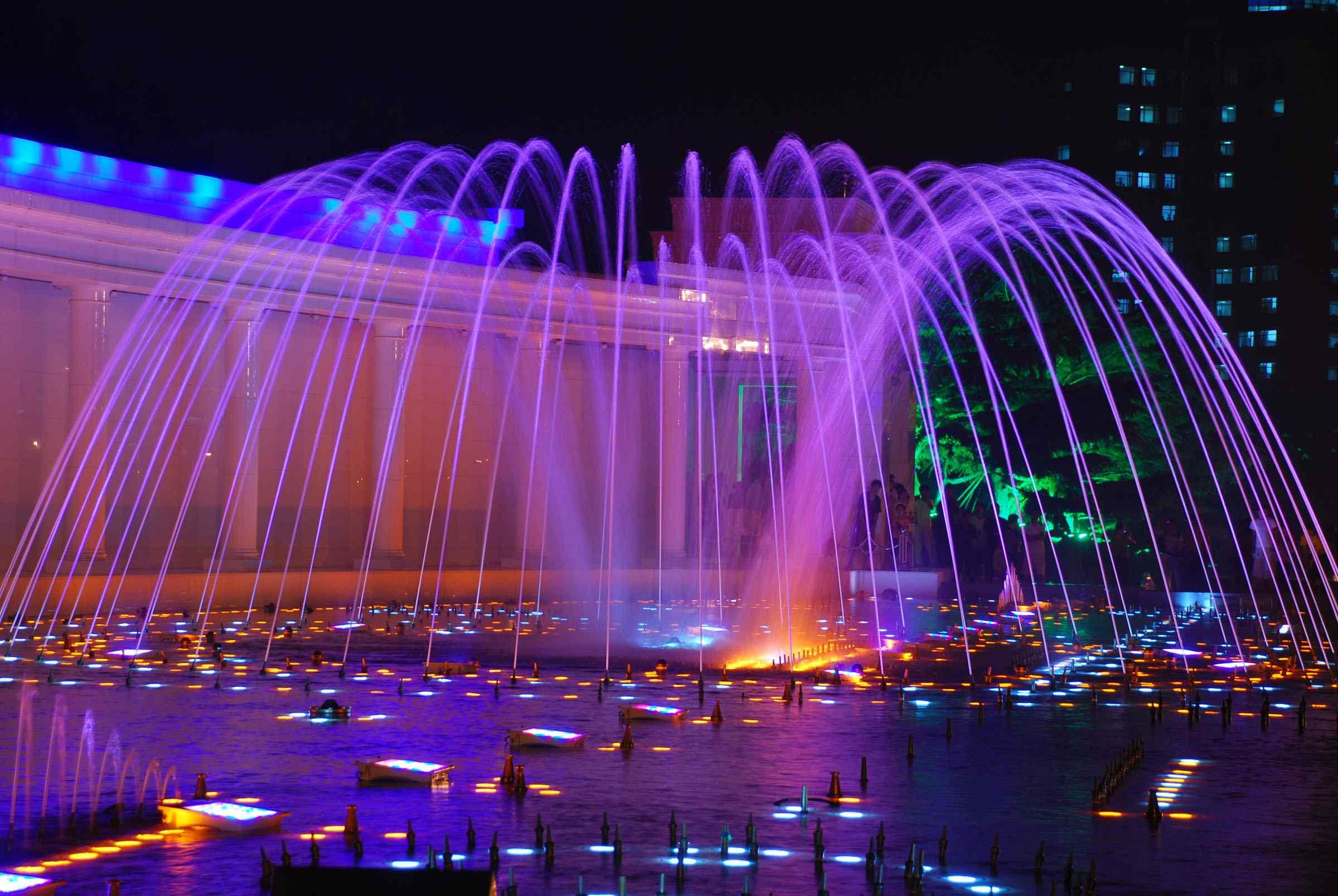 炫彩灯光喷泉大连城市夜景桌面壁纸