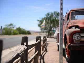 美国公路自驾游66号公路红色老爷车桌面壁纸