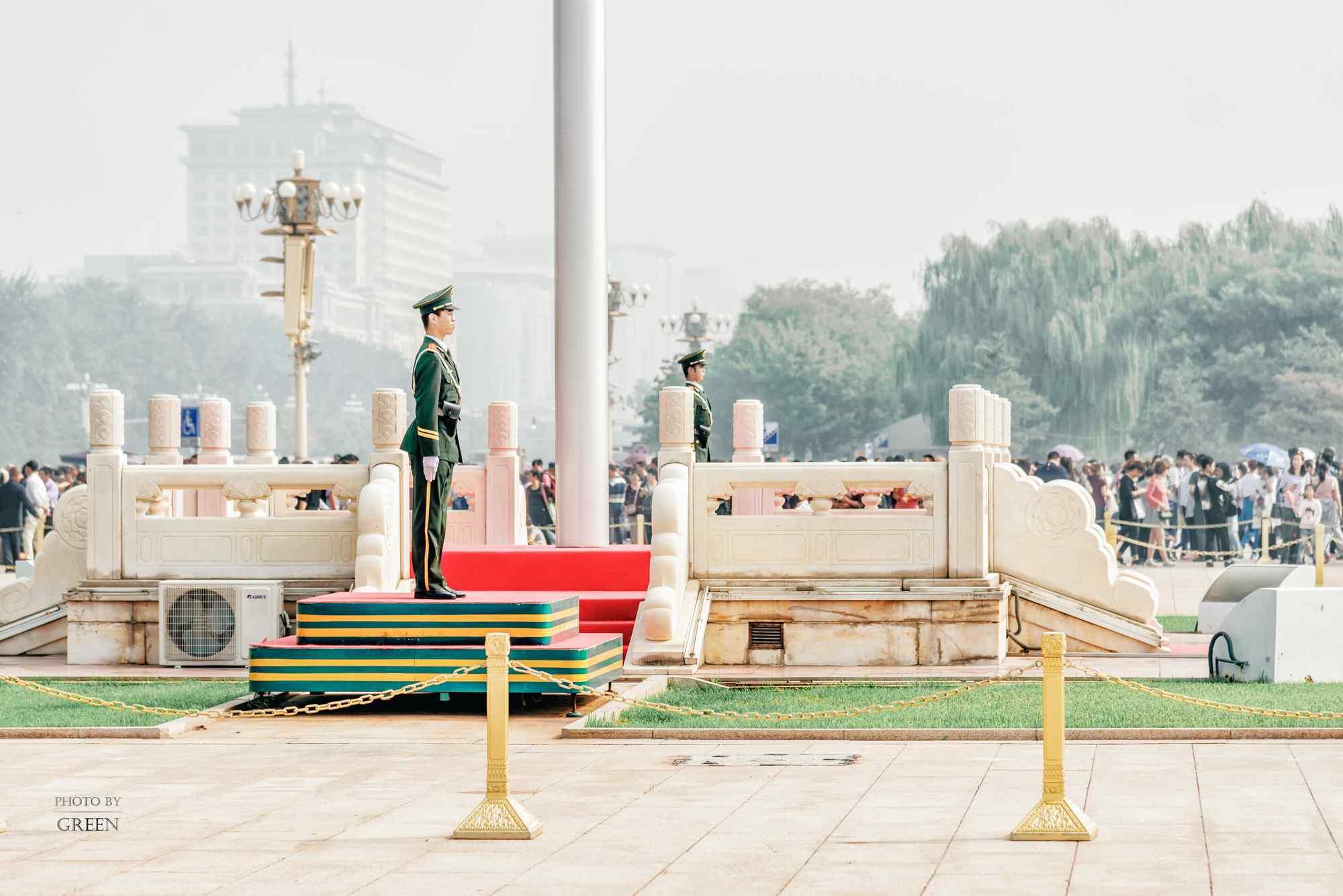 北京天安门广场升旗仪式桌面壁纸