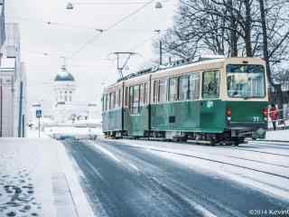 芬兰浪漫城市雪中电车桌面壁纸