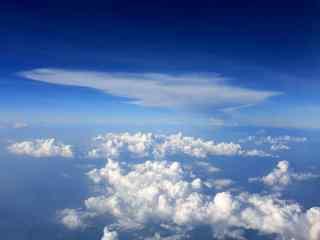 机窗外的云卷云舒桌面壁纸