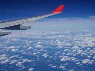 漫步云端机窗外的唯美风景桌面壁纸