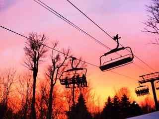 唯美的滑雪场晚霞桌面壁纸