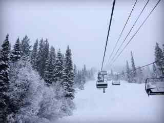 灰色的世界冰天雪地的滑雪场桌面壁纸