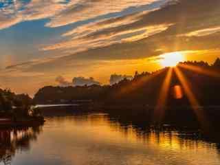 庐山湖边唯美日落桌面壁纸