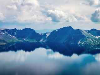 美如画的长白山天池风景壁纸电脑桌面