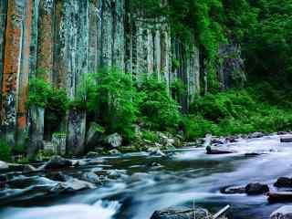 夏季长白山山间溪流风景图片桌面壁纸