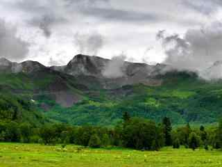 长白山绿色风景高清护眼桌面壁纸