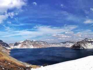 雪后放晴的长白山天池风景壁纸图片下载