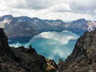 湛蓝的长白山天池高清风景壁纸图片下载