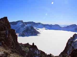 澄澈的长白山雪景高清桌面壁纸下载