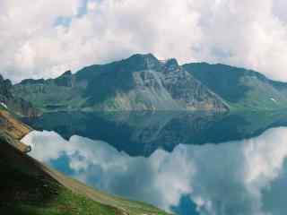 美如画的长白山天池风景壁纸图片(3张)