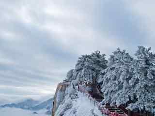 美丽的雪后华山风景桌面壁纸