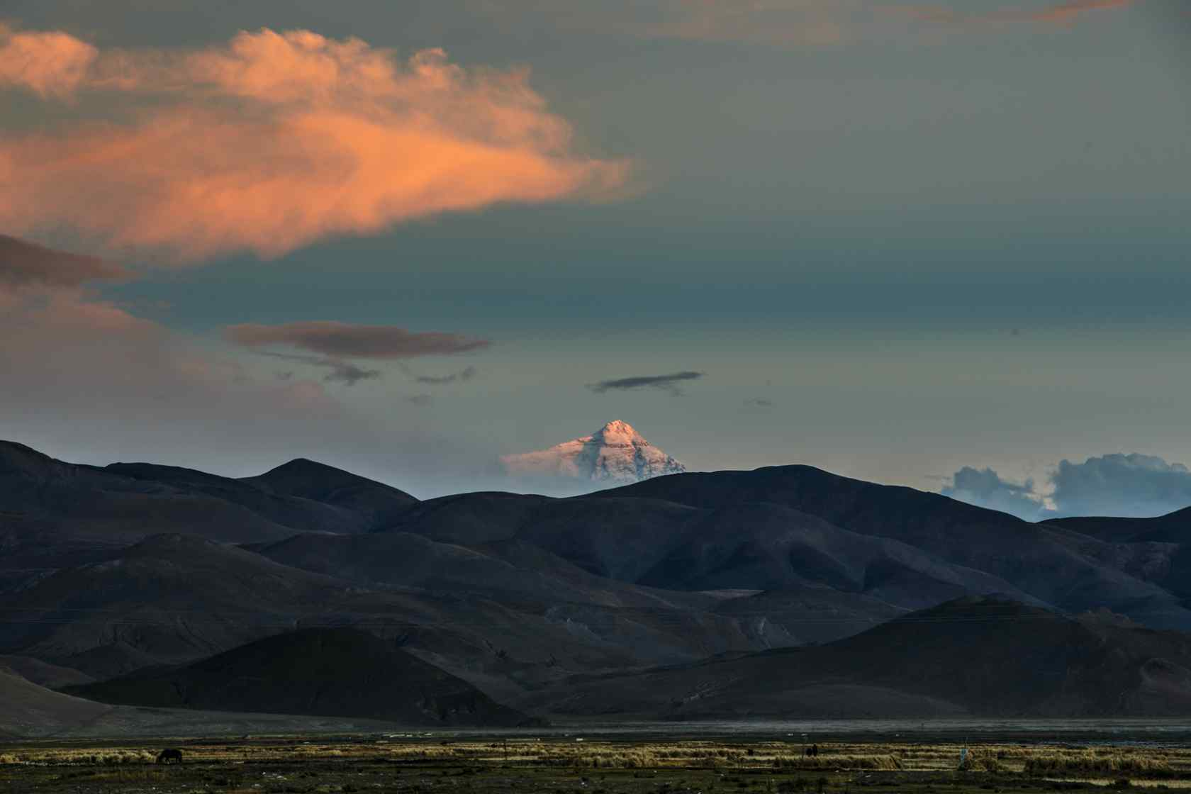 珠穆朗玛峰日落云彩壁纸风景图片下载
