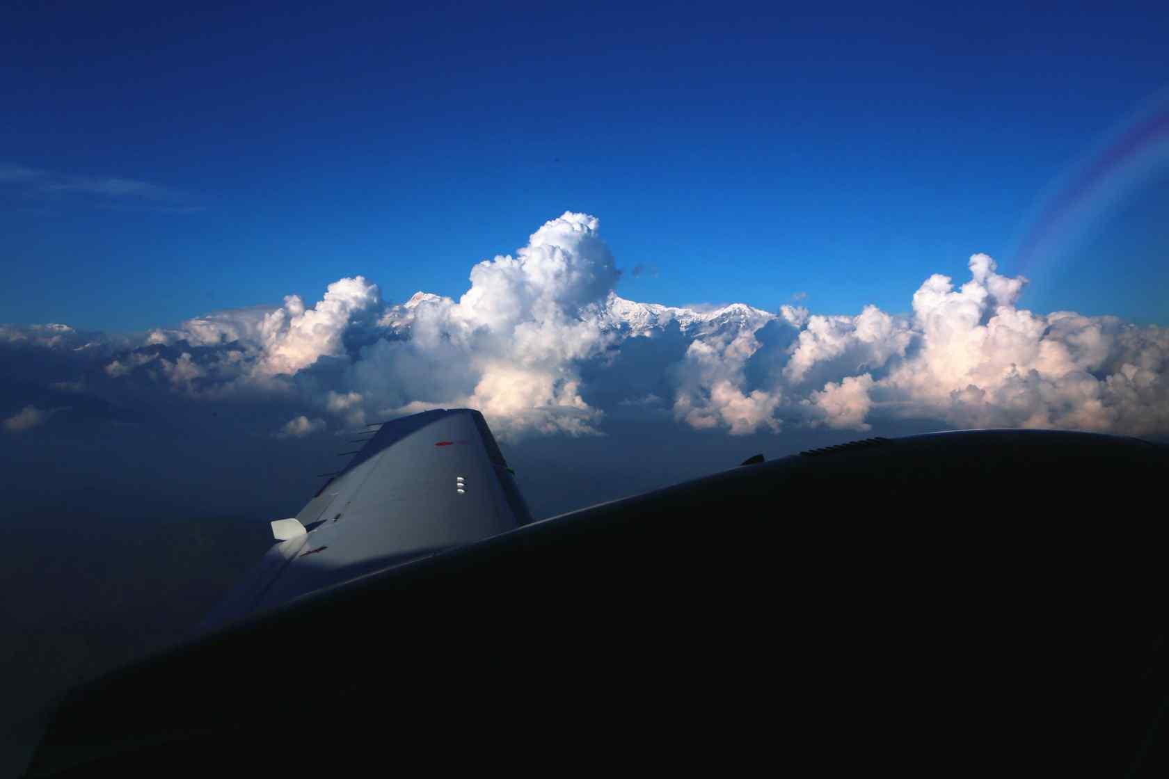从飞机上俯瞰珠穆朗玛峰桌面壁纸