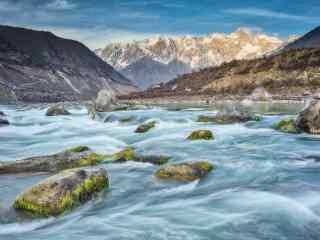 雅鲁藏布江溪流桌面壁纸