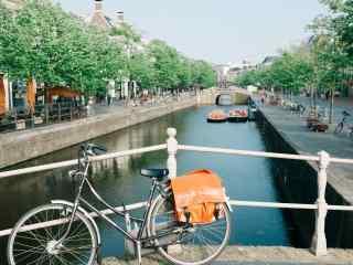 桥上的单车桌面壁纸