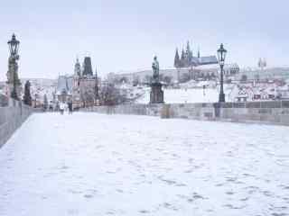 唯美布拉格城市雪景电脑桌面壁纸