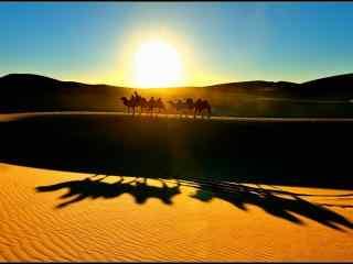 夕阳下的沙漠风景壁纸