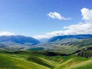 天山蓝天白云绿色