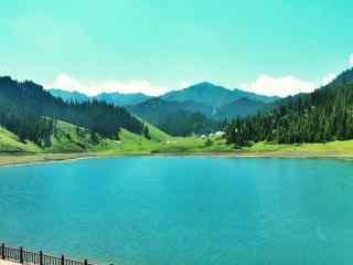天山山脉湖边的绿色风景图片桌面壁纸