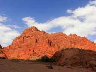 阳光下壮丽的天山山石风貌风景壁纸桌面