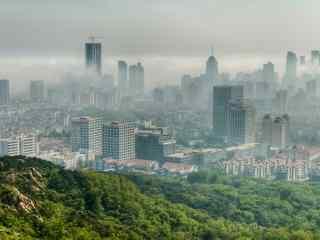 雾中的城市风景图片桌面壁纸