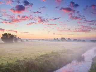 晨雾中唯美的风景图片桌面壁纸