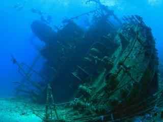 壮观的海底沉船图