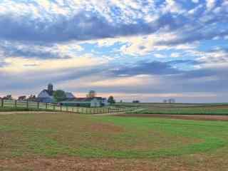 辽阔的农场风景图
