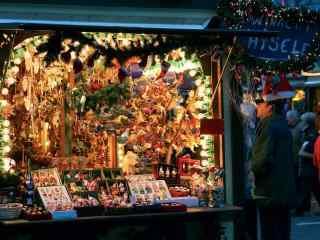 圣诞节夜景之繁华的城市街头
