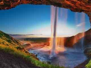 唯美落日中的瀑布风景图片