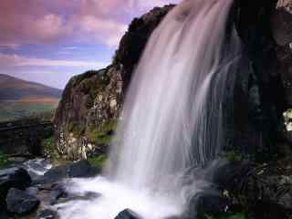 唯美的瀑布风景图片摄影壁纸