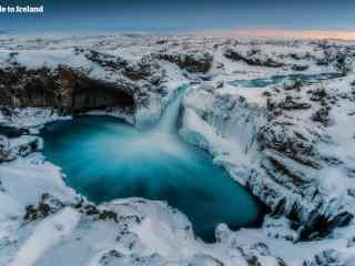 美丽的冰岛瀑布桌面壁纸