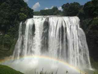 瀑布与彩虹风景图