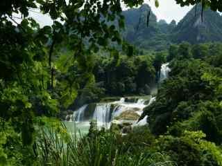 风景秀丽的德天瀑布桌面壁纸