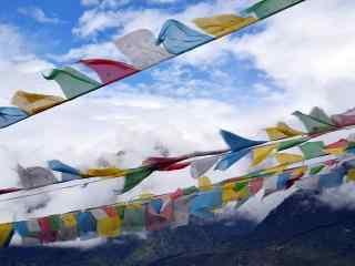 彩色风马旗唯美雪山图片桌面壁纸
