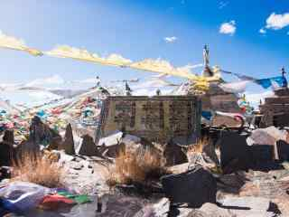 彩色风马旗藏文图片桌面壁纸