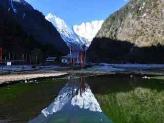 雪山山谷风景图片