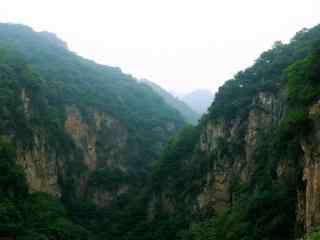 幽静的山谷风景高清桌面壁纸