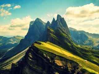 清新护眼的绿色山谷风景图片