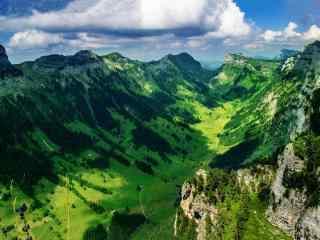 绿色清新的山谷风景图片