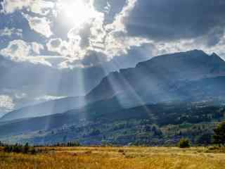 唯美阳光山谷风景图片