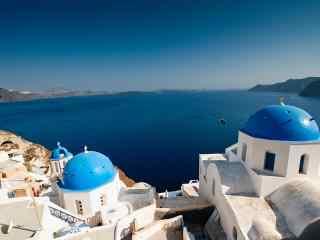 圣托里尼唯美蓝顶教堂图片高清桌面壁纸