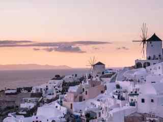 粉色的圣托里尼清晨唯美风景图片高清桌面壁纸