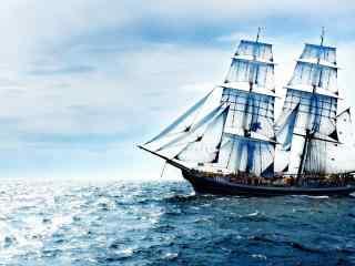 航行在蓝色大海的