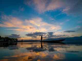 绚丽的大海晚霞风景图片