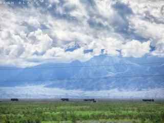 绿色草原高山风景